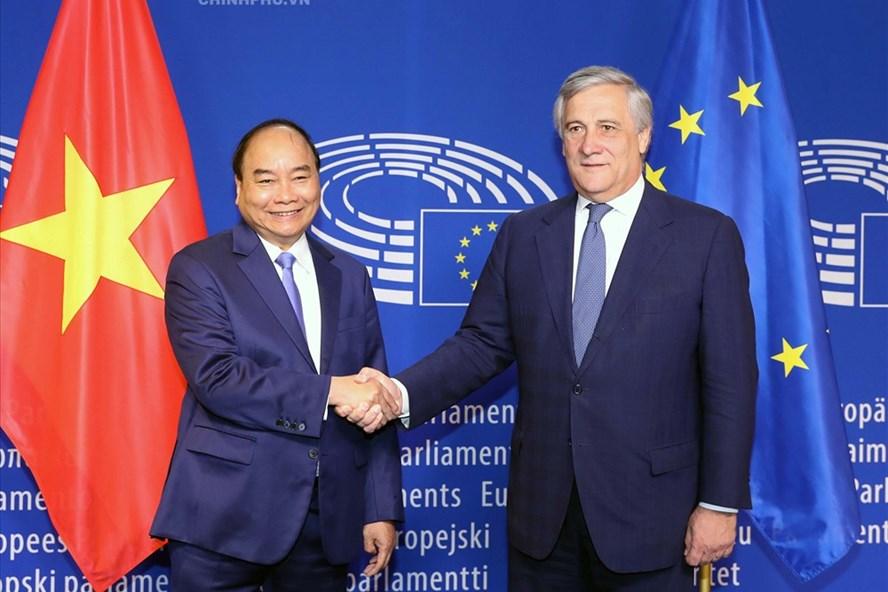 Thủ tướng Nguyễn Xuân Phúc tại cuộc hội kiến Chủ tịch Nghị viện Châu Âu (EP) Antonio Tajani nhằm thúc đẩy EVFTA nhân chuyến thăm châu Âu tháng 10/2018